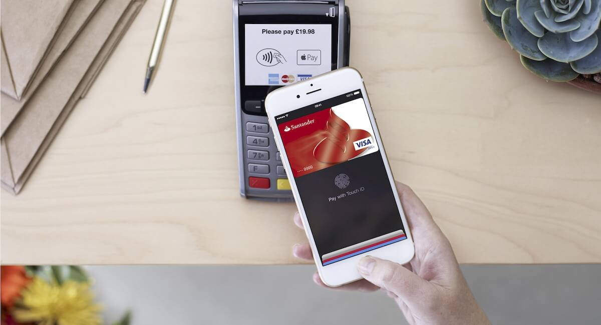 Which UK payment providers accept Apple Pay?